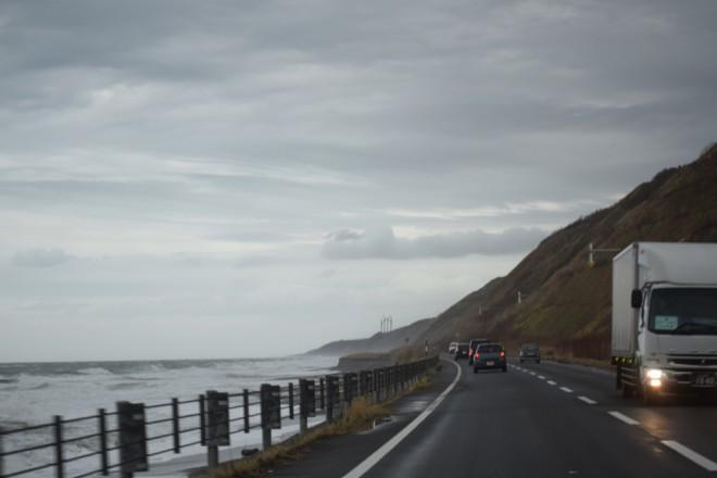 まるで高速道路の様な道